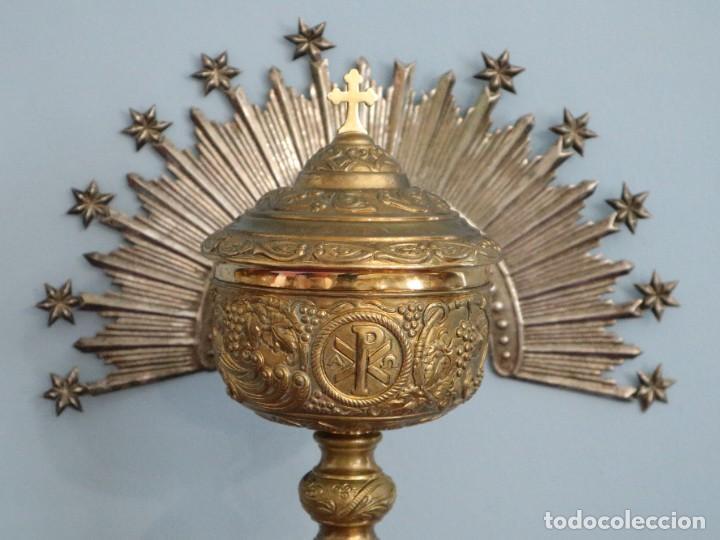 Antigüedades: Corona de tamaño natural, elaborada en metal plateado. Pps. S. XX. - Foto 18 - 270397318