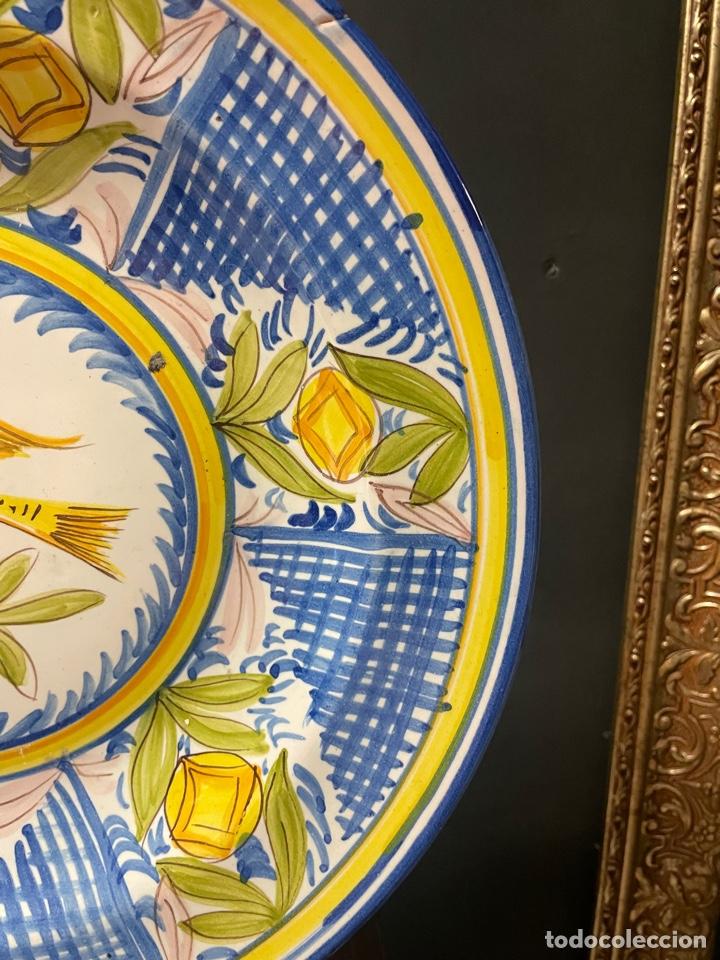 Antigüedades: BONITO PLATO DE CERÁMICA DE LARIO PINTADO A MANO - Foto 3 - 270546853