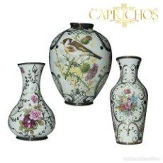 Antigüedades: JUEGO DE TRES JARRONES INOLADOS EN PLATA DE LEY. Lote 270560488