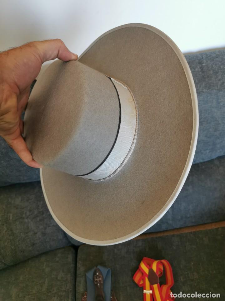 Antigüedades: Sombrero de ala ancha El Bombo de osuna y 2 tirantes de botones Manuel Acosta de Morón. - Foto 2 - 270567068