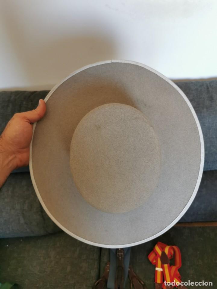 Antigüedades: Sombrero de ala ancha El Bombo de osuna y 2 tirantes de botones Manuel Acosta de Morón. - Foto 6 - 270567068
