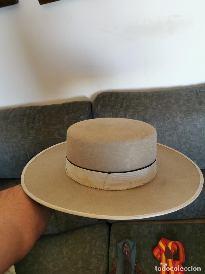 Antigüedades: Sombrero de ala ancha El Bombo de osuna y 2 tirantes de botones Manuel Acosta de Morón. - Foto 8 - 270567068