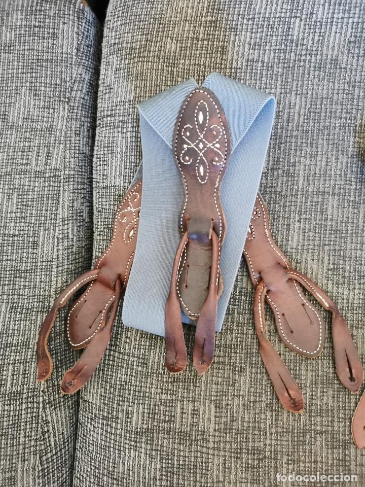 Antigüedades: Sombrero de ala ancha El Bombo de osuna y 2 tirantes de botones Manuel Acosta de Morón. - Foto 10 - 270567068