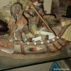 Antigüedades: ANTIGUA FIGURA DE PORCELANA BARCA CON GUERREROS INDIOS DETERIORADO. Lote 270570288