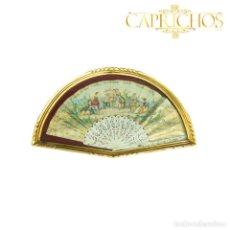 Antigüedades: ABANICO CON ABANIQUERA EN PAN DE ORO PINTADO CON MOTIVO COSTUMBRISTA. Lote 270576603