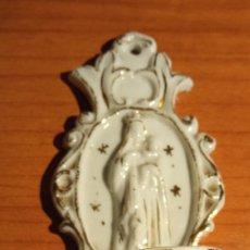 Antigüedades: BENDITERA EN PORCELANA. Lote 270577103