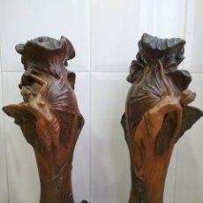 Antigüedades: PAREJA DE JARRONES ART NOUVEAU FRANCESES DE ESTUCO POLICROMADO, MODERNISMO, NINFAS, HADAS. Lote 270623963
