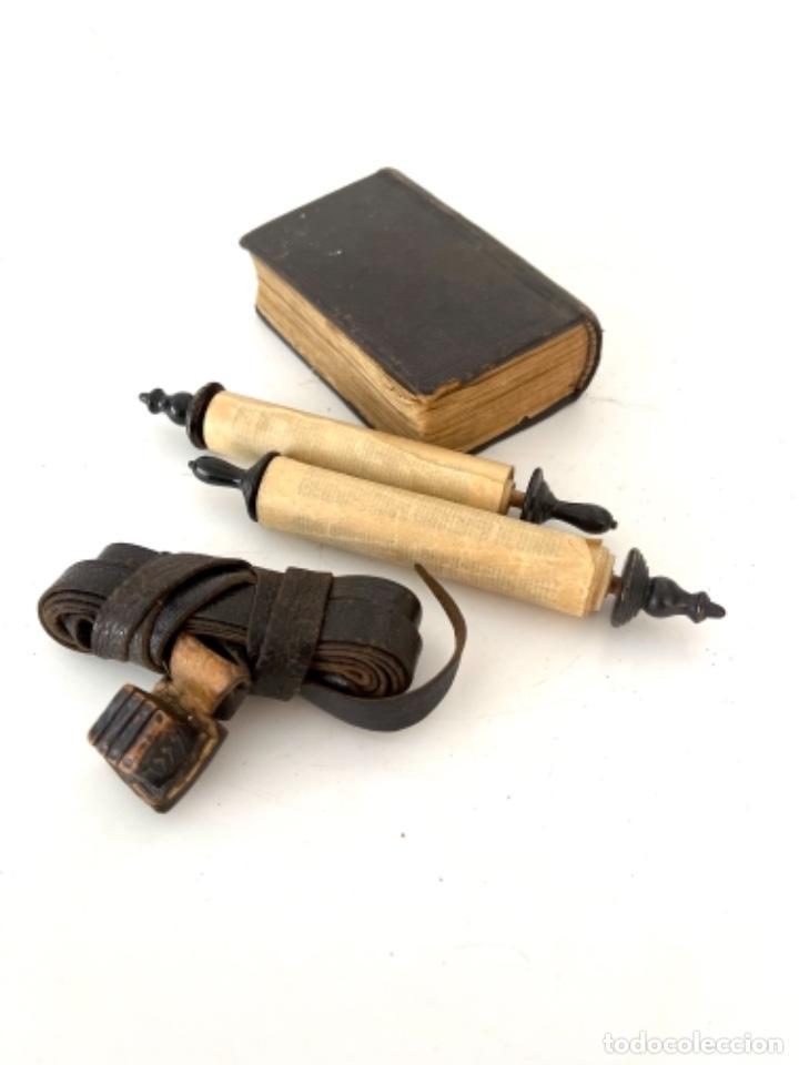 ÚTILES CENTRO EUROPEOS JUDIOS - TORÁ ESCRITA A MANO EN MINIATURA - AÑOS 1900 (Antigüedades - Religiosas - Artículos Religiosos para Liturgias Antiguas)