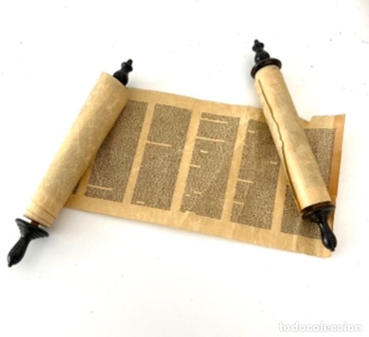 Antigüedades: ÚTILES CENTRO EUROPEOS JUDIOS - TORÁ ESCRITA A MANO EN MINIATURA - AÑOS 1900 - Foto 4 - 270684748