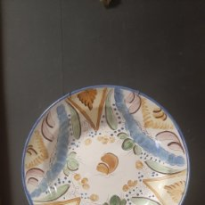 Antigüedades: PLATO DE PORCELANA RIBESALBES PINTADO A MANO. Lote 270684898