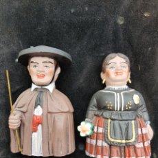 Oggetti Antichi: ANTIGUA PAREJA DE CABEZUDOS DE BURGOS DE BARRO. Lote 270688328
