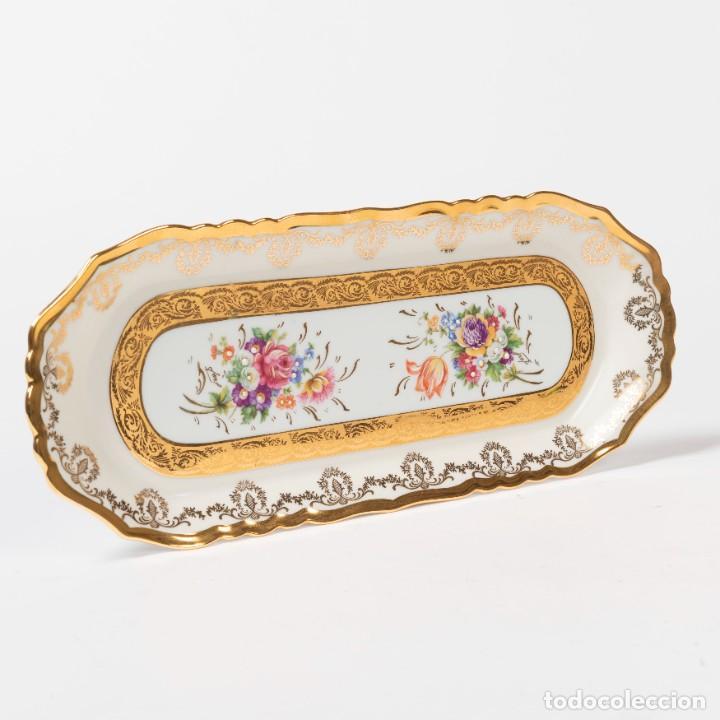 Antigüedades: Bandeja de pastas de Limoges motivos florales y cenefas doradas (Jammet - Seignolles)(Rehaussé Main) - Foto 2 - 270878778