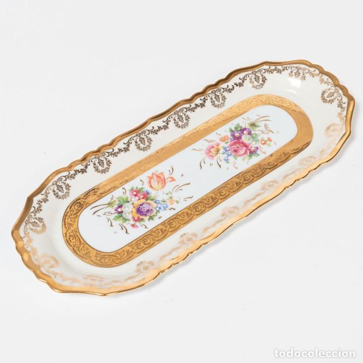 Antigüedades: Bandeja de pastas de Limoges motivos florales y cenefas doradas (Jammet - Seignolles)(Rehaussé Main) - Foto 3 - 270878778