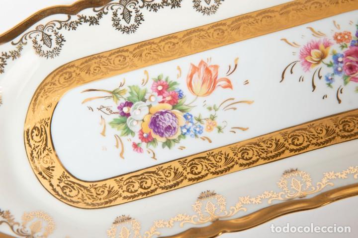 Antigüedades: Bandeja de pastas de Limoges motivos florales y cenefas doradas (Jammet - Seignolles)(Rehaussé Main) - Foto 4 - 270878778