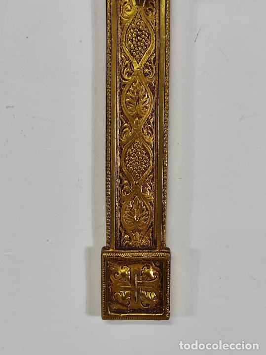 Antigüedades: Crucifijo, Cristo a la Cruz - Majestad - Bronce Cincelado - Principios S. XX - Foto 2 - 270911268