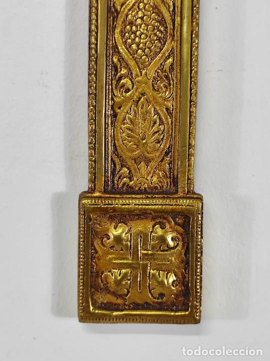 Antigüedades: Crucifijo, Cristo a la Cruz - Majestad - Bronce Cincelado - Principios S. XX - Foto 3 - 270911268