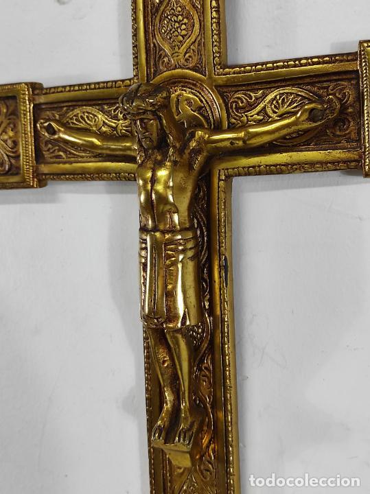 Antigüedades: Crucifijo, Cristo a la Cruz - Majestad - Bronce Cincelado - Principios S. XX - Foto 11 - 270911268