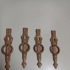 Antigüedades: CUATRO BONITOS TIRADORES DE PUERTAS DE ARMARIO. BRONCE. TIENEN BOCALLAVE.. Lote 270919793