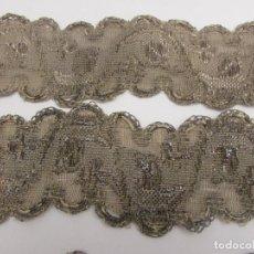 Antiquités: ANTIGUO GALÓN PASAMANERIA S.XIX CON HOJILLA EN PLATA, LARGO 268 CM EN CUATRO TRAMOS. Lote 270945323