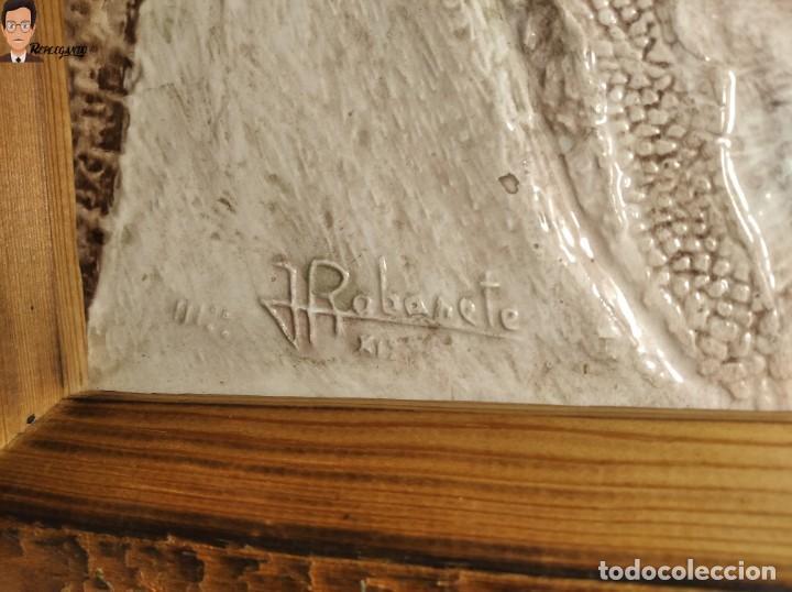 Antigüedades: AZULEJO / BALDOSA EN RELIEVE ALBARRACÍN PUEBLO IGLESIA (TERUEL) 36 X 26 CM - ENMARCADO (J. RABANETE) - Foto 5 - 270945623
