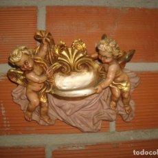 Antigüedades: BENDITERA ANGELES EN ESCAYOLA. Lote 270948098