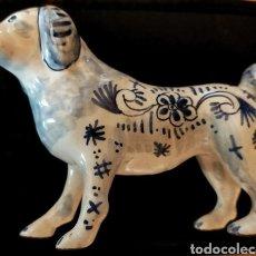 Antigüedades: FIGURA PERRO PORCELANA DELFT (HOLANDA) SIGLO XIX. Lote 270955958
