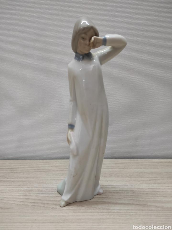 FIGURA PORCELANA NIÑA NAO (Antigüedades - Hogar y Decoración - Figuras Antiguas)
