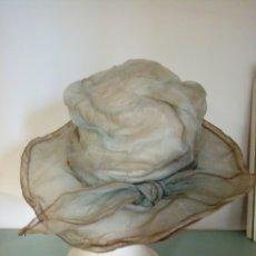 Antigüedades: ANTIGUO SOMBRERO DE ORGANZA CELESTE. Lote 271130678