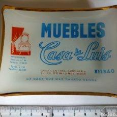 Antigüedades: CENICERO - TARJETERO PUBLICIDAD MUEBLES CASA DE LUIS AÑOS 60 BILBAO. CRISTAL FINO. Lote 271422128