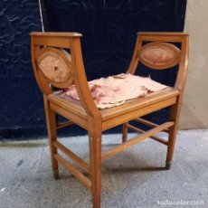 Antiquités: BANQUETA SILLA MODERNISTA SIGLO XIX INCRUSTACIONES NACAR MADERA LIMONCILLO Y SEDA PATAS DE BRONCE. Lote 241380830