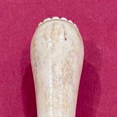 Antigüedades: ANTIGUO MANGO, EN HUESO TALLADO, PARA BASTON DE PASEO.. Lote 271581778