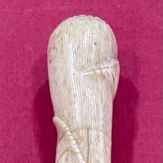 Antigüedades: ANTIGUO MANGO PARA BASTÓN DE PASEO, EN HUESO TALLADO.. Lote 271583598