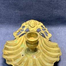 Antigüedades: PORTAVELA PALMATORIA CANDIL BRONCE PPIO S XIX CONCHA CARA ANGEL NIÑO CUPIDO 5X12X16CMS. Lote 271607323