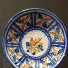 Antiquités: BONITO PLATO DE CERAMICA PINTADA A MANO DE MANISED. Lote 271812598