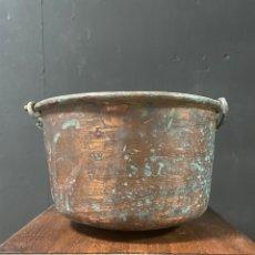 Antiquités: ANTIGUA OLLA DE COBRE CON ASA DE HIERRO FORJADO. Lote 271820918