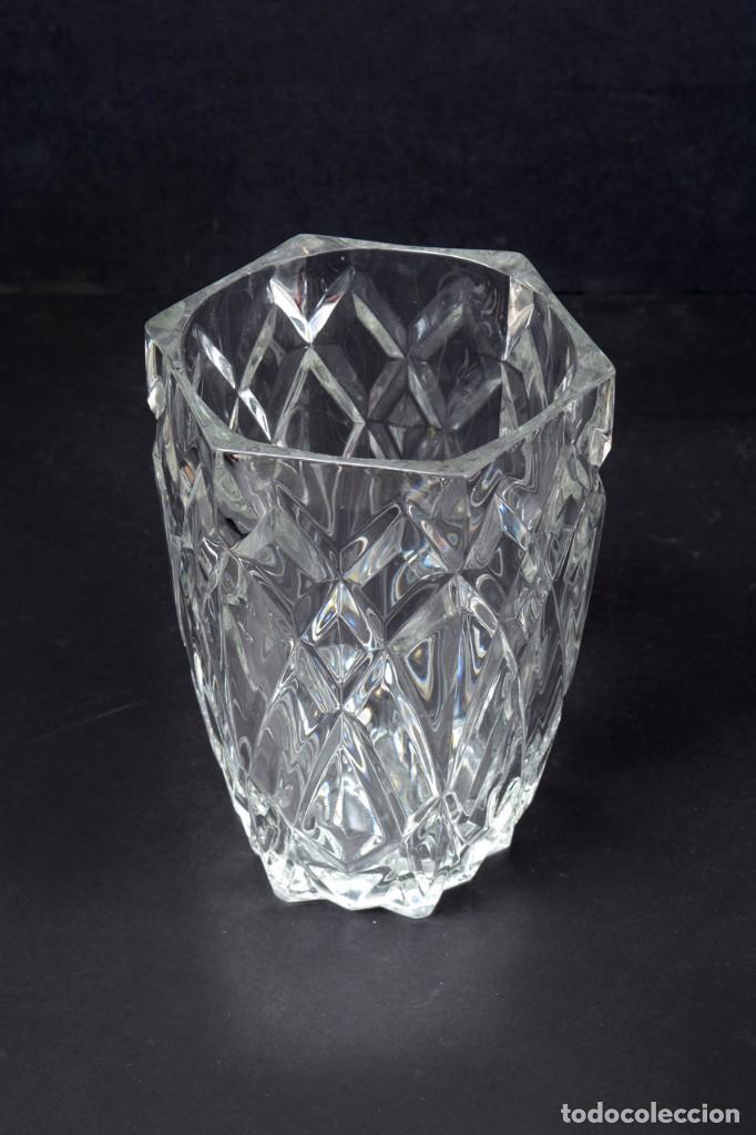 Antigüedades: Precioso jarrón francés de cristal tallado de mediados de siglo - Foto 5 - 271840493