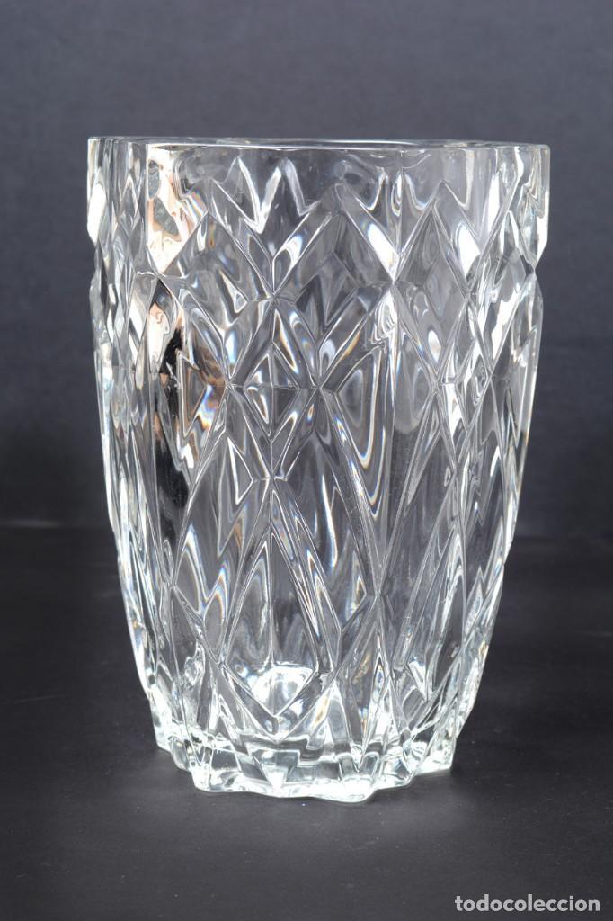 Antigüedades: Precioso jarrón francés de cristal tallado de mediados de siglo - Foto 6 - 271840493