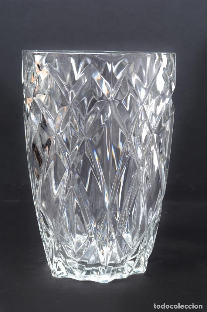 Antigüedades: Precioso jarrón francés de cristal tallado de mediados de siglo - Foto 7 - 271840493