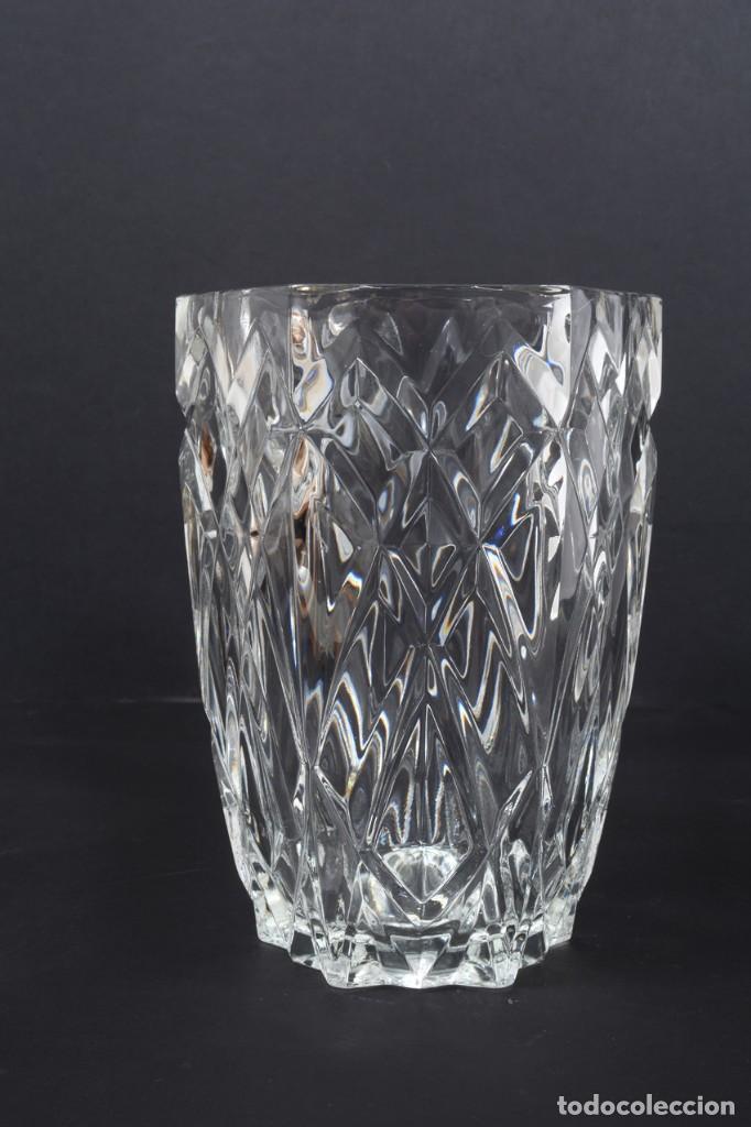 Antigüedades: Precioso jarrón francés de cristal tallado de mediados de siglo - Foto 13 - 271840493