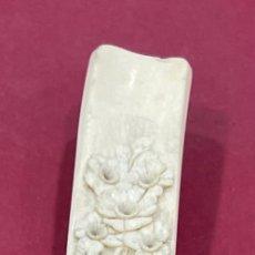 Antigüedades: EXCELENTE MANGO DE BASTÓN ANTIGUO, CHINO, EN HUESO TALLADO. GRANDES DIMENSIONES. PPS. S.XX.. Lote 271862278