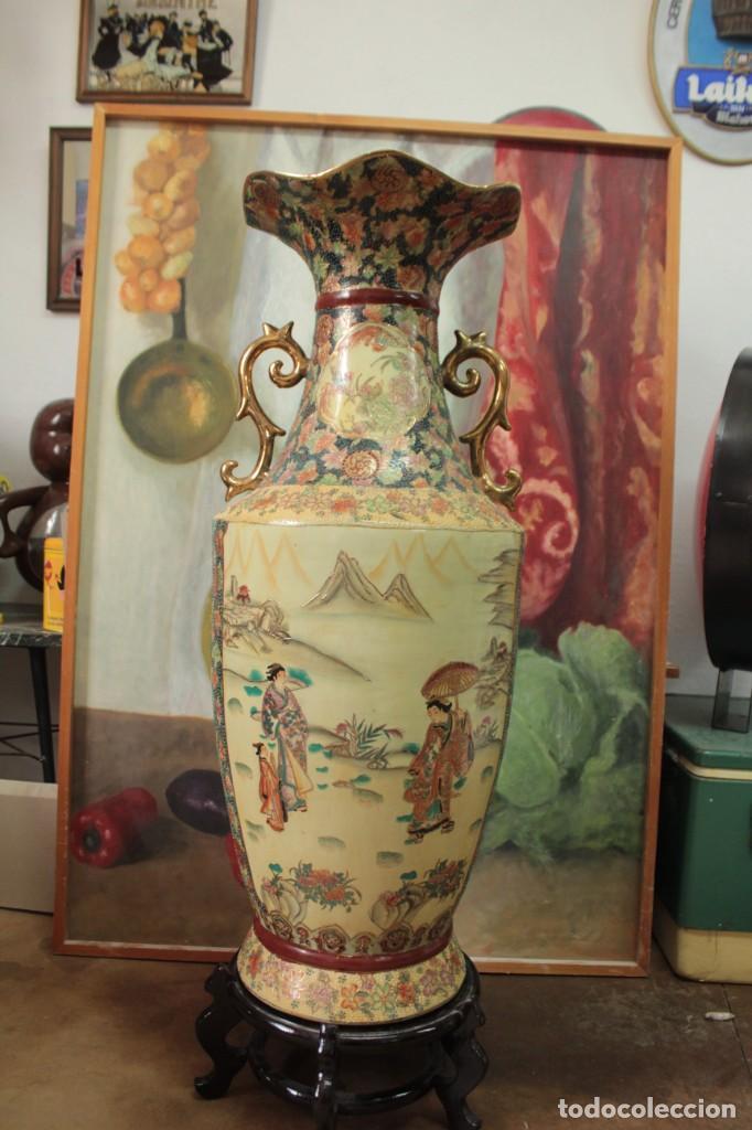 GRAN JARRÓN ESTILO SATSUMA. DECORADO A MANO. CON CERTIFICADO. 81CM(SIN CONTAR PIE) CHINA (Antigüedades - Porcelanas y Cerámicas - China)