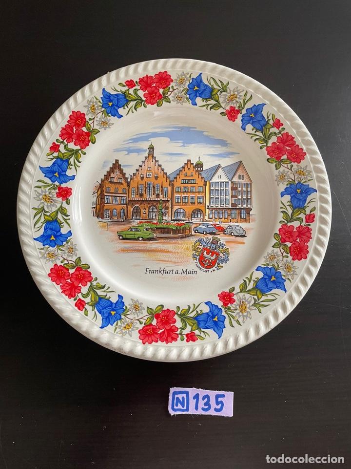 PLATO DECORATIVO (Antigüedades - Porcelanas y Cerámicas - Otras)