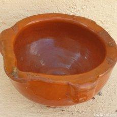 Antigüedades: MORTERO CERÁMICA POPULAR VIDRIADA 3 COSTILLAS Y VERTEDOR. Lote 271926318