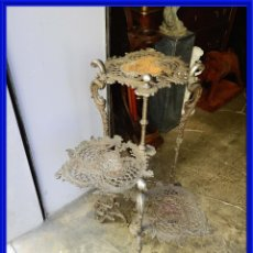 Antigüedades: MESA MODERNISTA DE HIERRO CON TRES ALTURAS O BANDEJAS ANTIGUAS. Lote 271960323