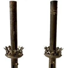 Antigüedades: IMPORTANTE PAREJA DE CANDELABROS, APLIQUES NEOGÓTICOS EXTENSIBLES. 42 CM ALTO. XIX. Lote 272070343