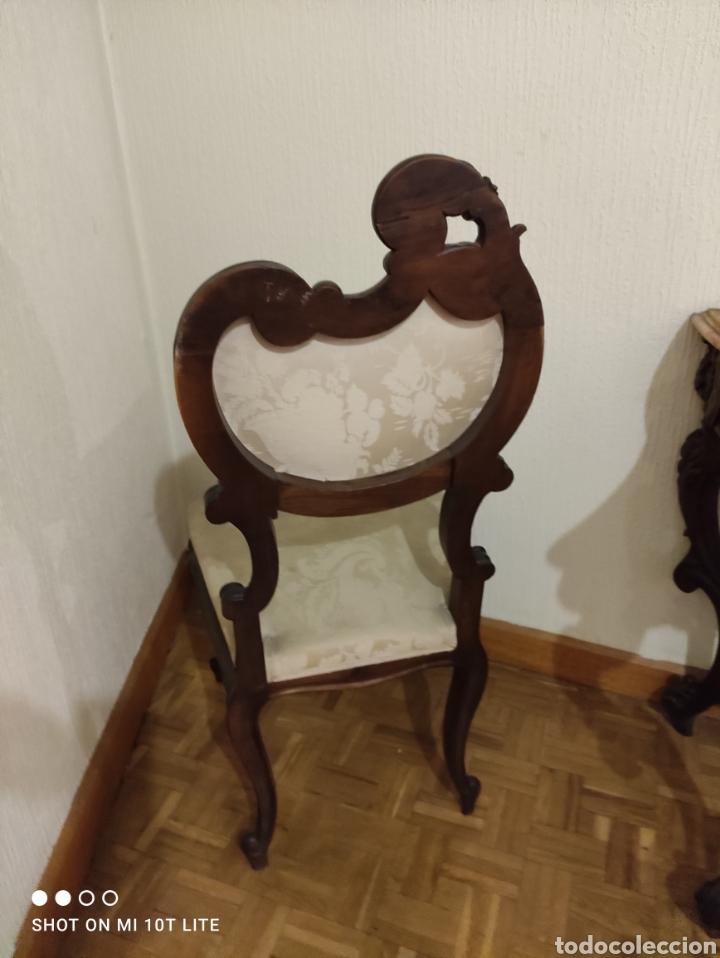 Antigüedades: EXCELENTE CONJUNTO DE ENTRADA CONSOLA ESPEJO Y SILLAS EN NOGAL - Foto 5 - 272163253