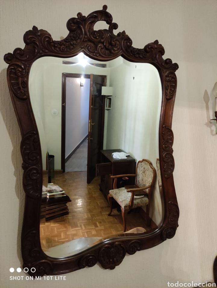 Antigüedades: EXCELENTE CONJUNTO DE ENTRADA CONSOLA ESPEJO Y SILLAS EN NOGAL - Foto 8 - 272163253