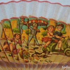 Antigüedades: ABANICO - AÑOS 60 - DECORADO CON BONITAS IMÁGENES / DETALLES MOTOCICLETA VESPA - ¡MIRA FOTOGRAFÍAS!. Lote 272196393