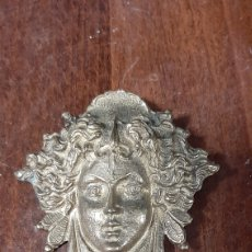 Antigüedades: BROCHE ANTIGUO DE LATON VERSAGE MEDUZA. Lote 272202428
