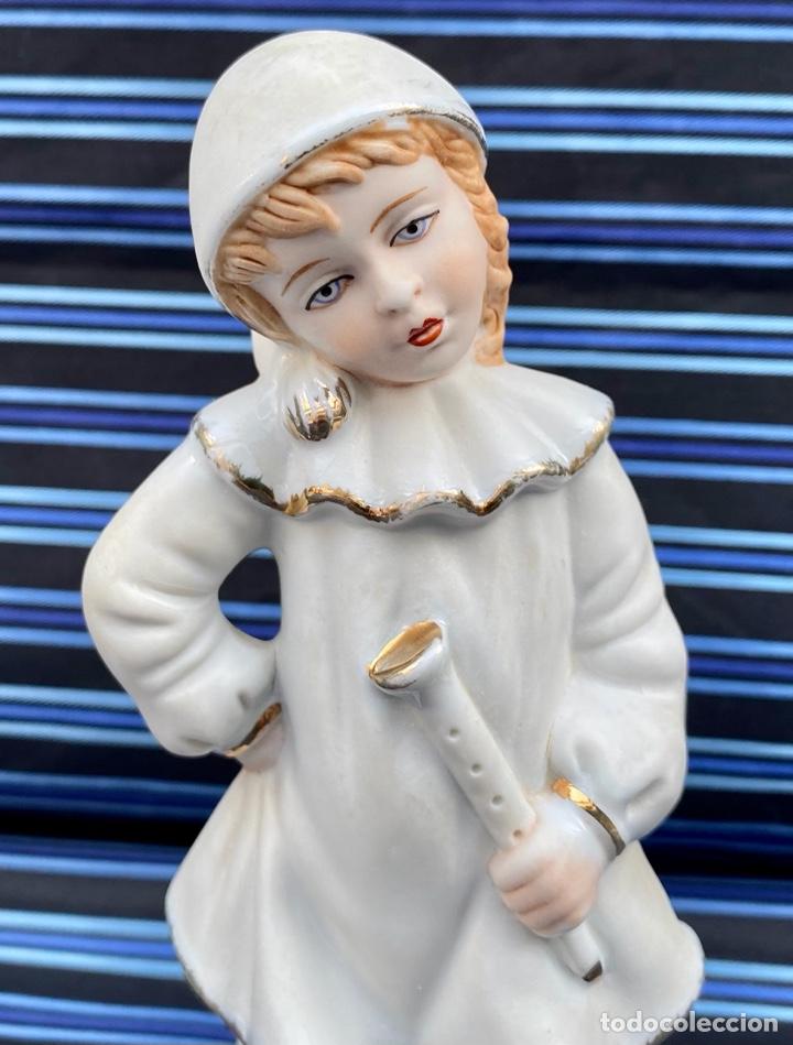 MEISSEN. FIGURA NIÑA FLAUTISTA PORCELANA BISCUIT ALEMANA MEISSEN (Antigüedades - Porcelana y Cerámica - Alemana - Meissen)